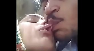 Desi paki Sindhi couple smooching in jungle and pussy show